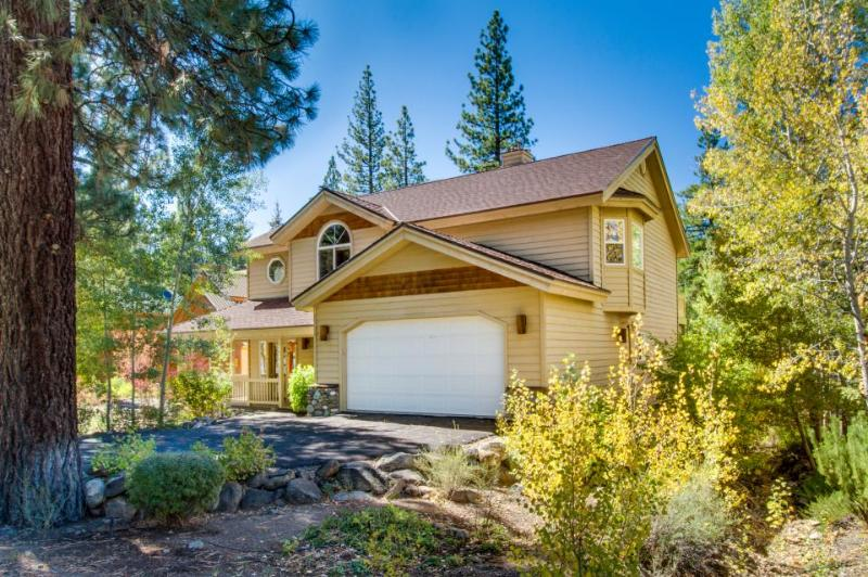 Huge resort home with shared pool. hot tub, and NPOA access - Image 1 - Truckee - rentals