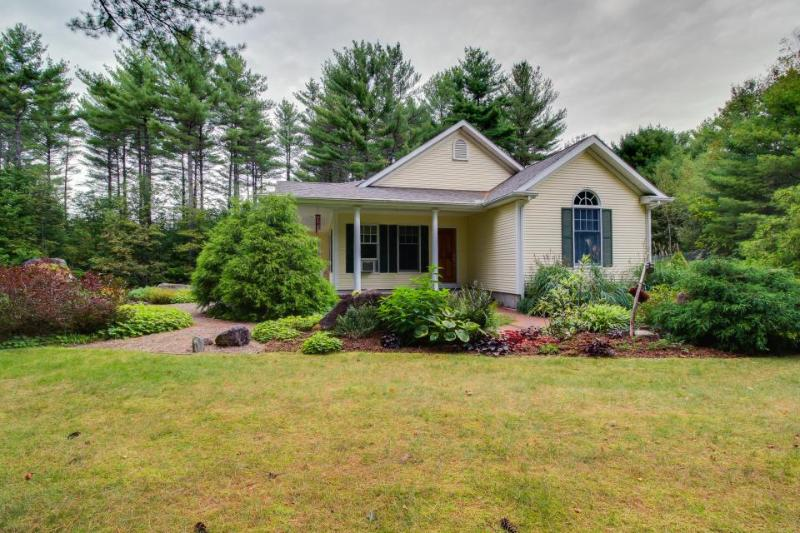Bethel beauty w/enclosed yard near Sunday River resort! - Image 1 - Bethel - rentals