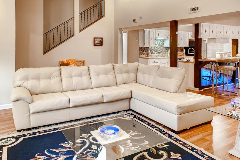 Plenty of seating for your family! - Private Cozy and Chic Vacation Getaway -  College - Troy - rentals