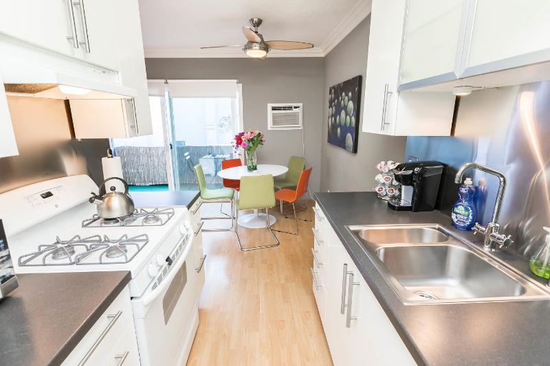 Kitchen - CLASSY+RUNYON+NEW+3 BIG BEDS+A/C+WiFi+HDTVs+Hip - West Hollywood - rentals