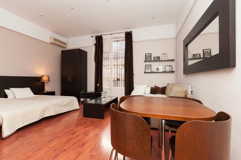 The Suite Bedroom - Deluxe 5 bedroom Suite - Barcelona - rentals