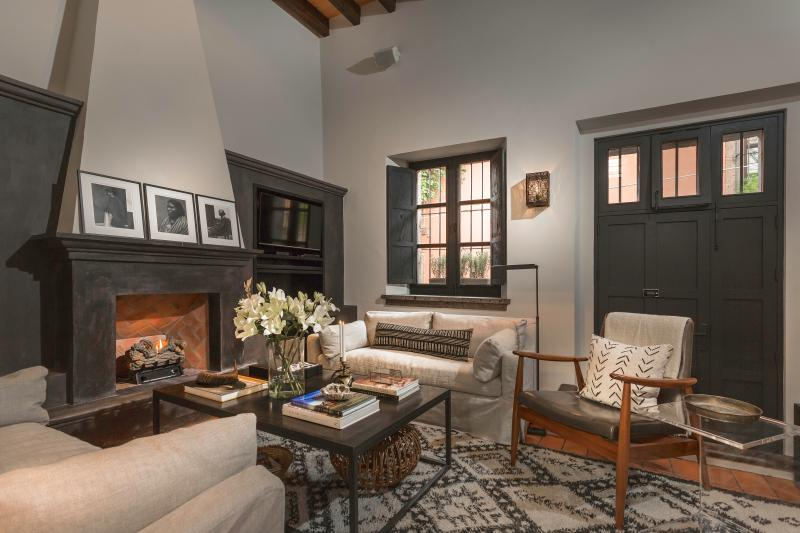 Living Room - Stylish and Chic Retreat on Sollano in Historic Ce - San Miguel de Allende - rentals