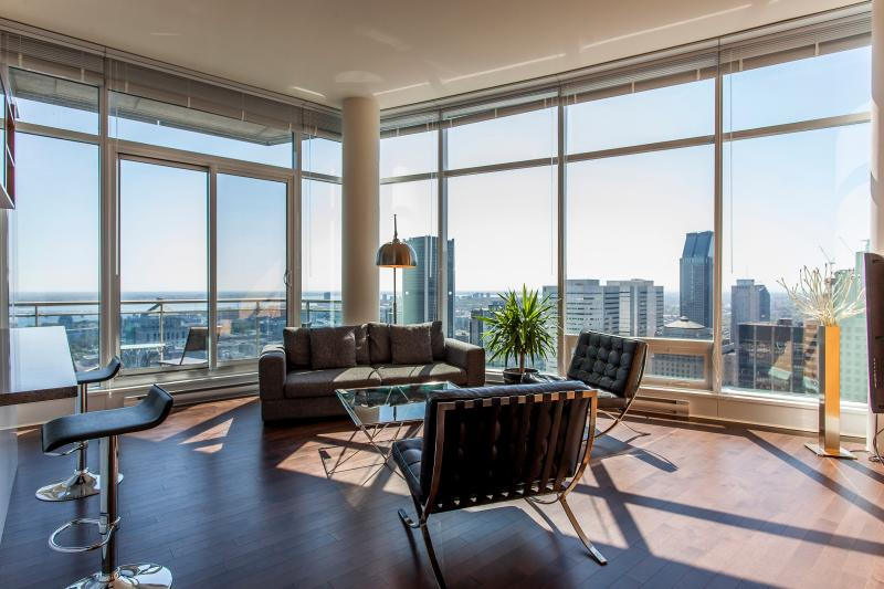 LIVING AREA WITH FANTASTIC VIEWS - LUXURY  QUARTIER des SPECTACLE   2 BEDROOM 2 BATH - Montreal - rentals