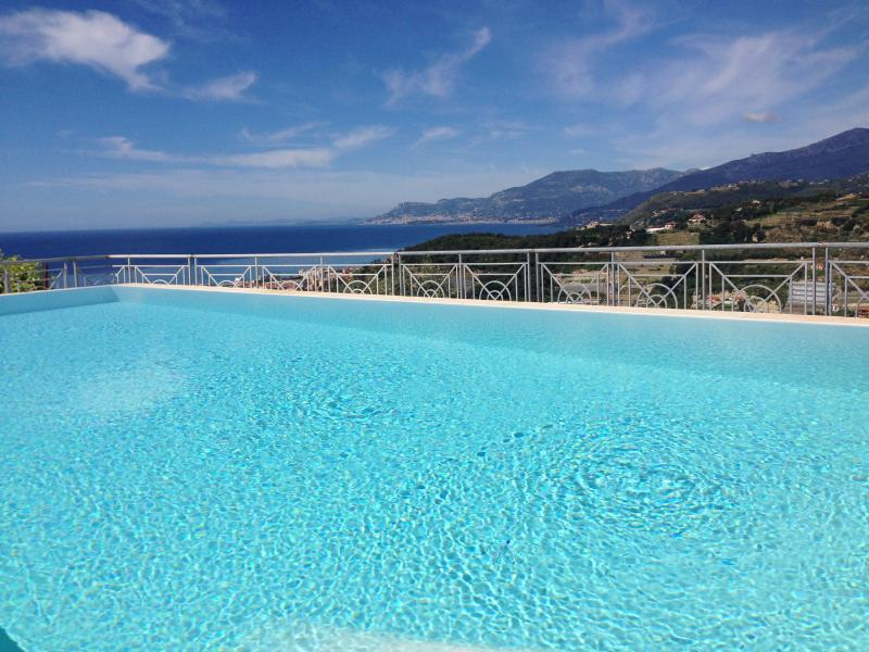 Beautiful villa with swimming pool and sea view - Image 1 - Bordighera - rentals