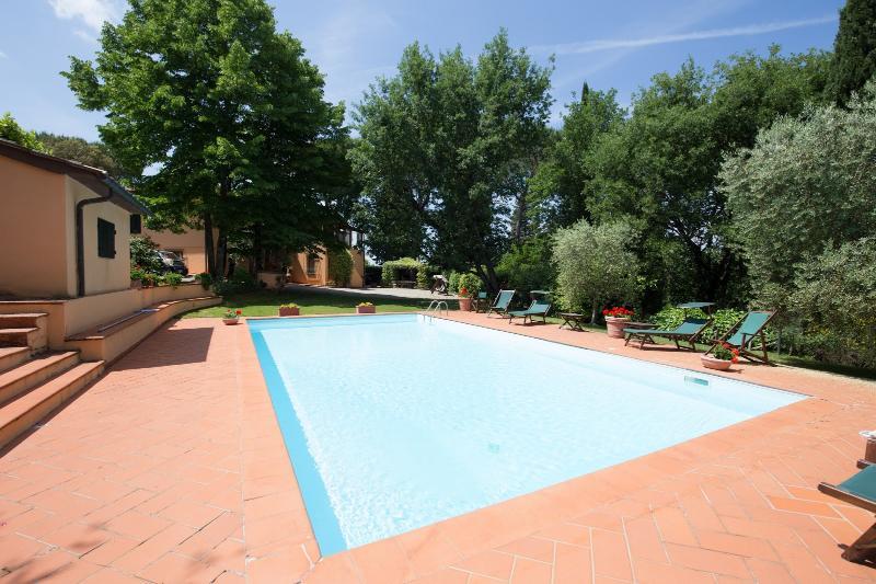 7 bedroom Villa in Poggibonsi, Chianti, Tuscany, Italy : ref 2293982 - Image 1 - Poggiarello - rentals
