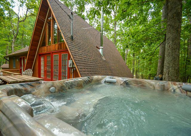 Hot Tub - Delightful 3 Bedroom home in a quiet tranquil setting! - Swanton - rentals