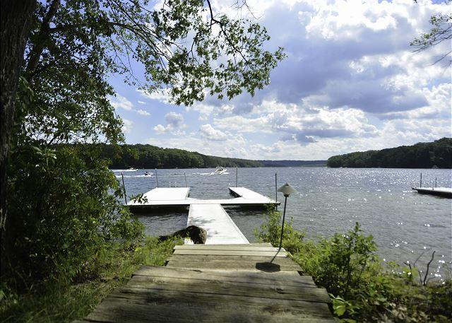 Dock - Alluring 3 Bedroom home featuring premiere lakefront! - Oakland - rentals