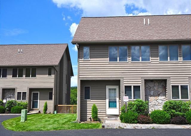 Exterior - Delightful 3 Bedroom Ski in/ Ski Out townhome! - McHenry - rentals