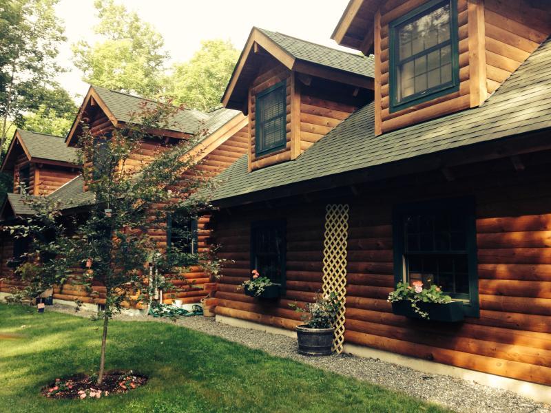 SUMMER WONDERLAND - Woodstock Vermont Village Log Home Apartment - Woodstock - rentals