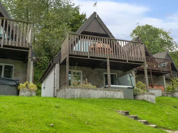 VALLEY 47 LODGE, hot tub, shared heated swimming pools, balcony with views, Gunnislake, Ref 4545 - Image 1 - Gunnislake - rentals