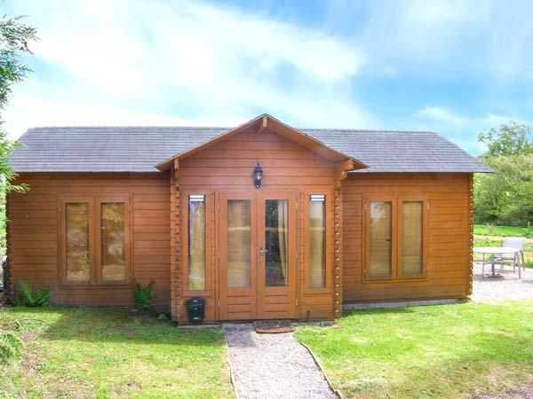 POACHER'S CABIN, pet-friendly country lodge, WiFi, rural setting with estate facilties, Morfa Nefyn Ref 917970 - Image 1 - Morfa Nefyn - rentals