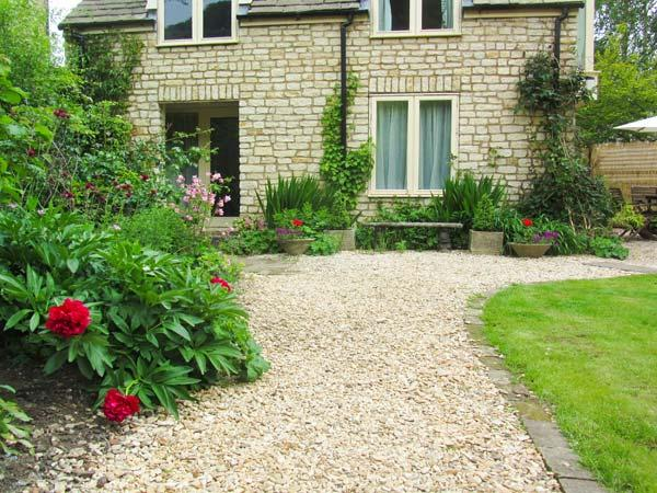MILL COTTAGE, ground floor studio accommodation, pet-friendly, lawned garden, in Wotton-under-Edge, Ref 919133 - Image 1 - Wotton-under-Edge - rentals
