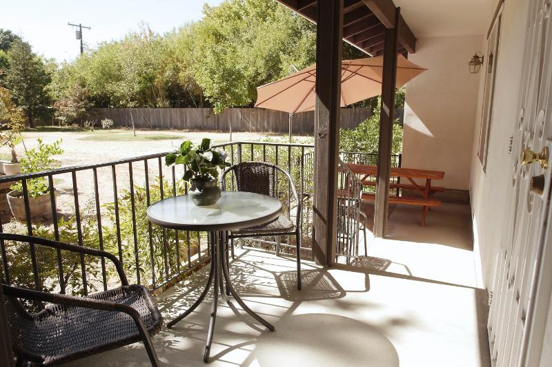 Two bed/2 bath guest house in beautiful Sacramento - Image 1 - Sacramento - rentals