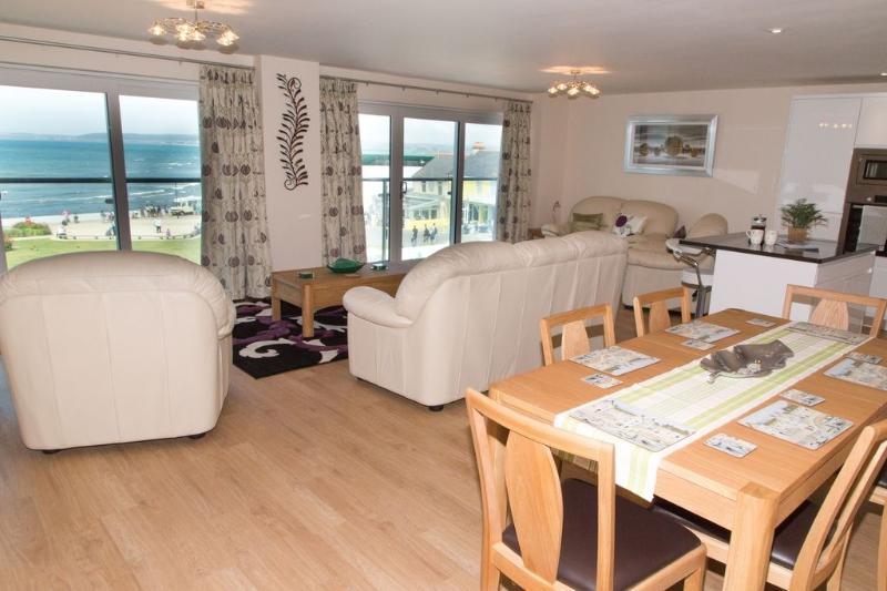Apartment 11 Latitude 51 located in Westward Ho!, Devon - Image 1 - Westward Ho - rentals