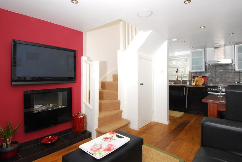 3 Anderton Cottages located in Torpoint, Cornwall - Image 1 - Kingsand - rentals