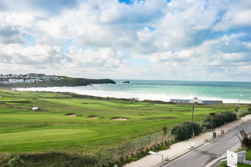 14 Azure located in Newquay, Cornwall - Image 1 - Newquay - rentals
