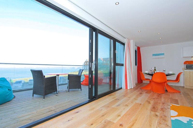 Baywatch, 8 Pearl located in Newquay, Cornwall - Image 1 - Newquay - rentals