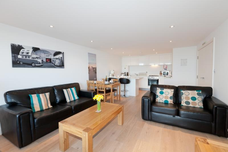 3 Ocean Gate located in Newquay, Cornwall - Image 1 - Newquay - rentals