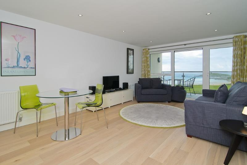 22 Ocean Gate located in Newquay, Cornwall - Image 1 - Newquay - rentals