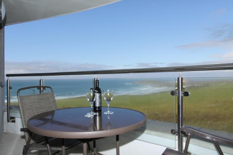 23 Ocean Gate located in Newquay, Cornwall - Image 1 - Newquay - rentals
