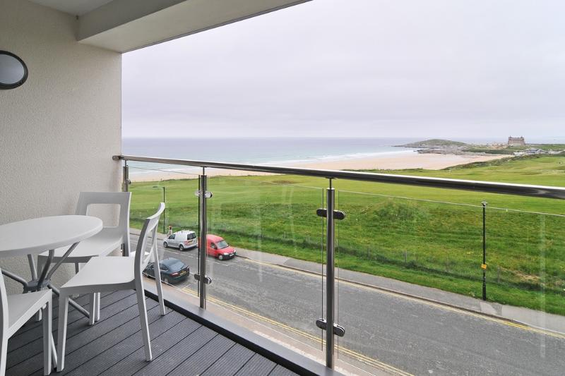 26 Ocean Gate located in Newquay, Cornwall - Image 1 - Newquay - rentals