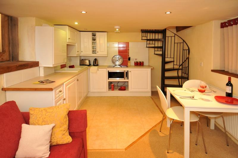 Sweet Rose, Old Manor Farm located in Torquay, Devon - Image 1 - Torquay - rentals