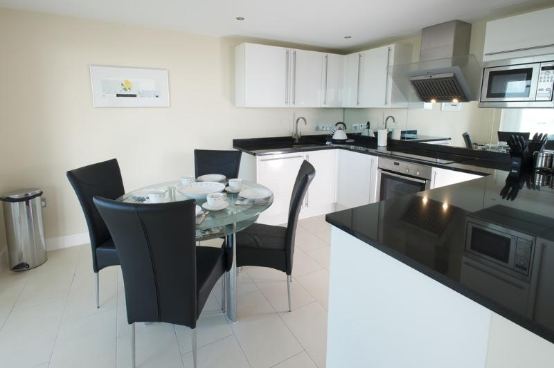 66 Ocean Views located in Portland, Dorset - Image 1 - Weymouth - rentals