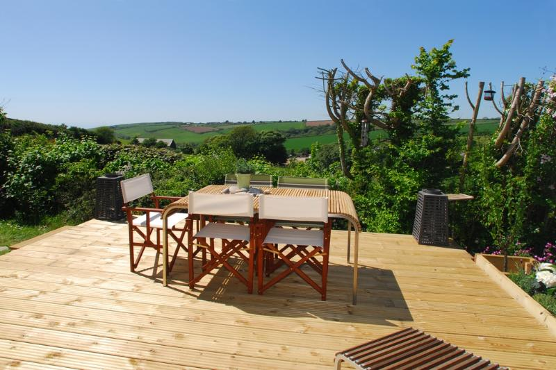 The Sea Garden located in Bigbury, Devon - Image 1 - Salcombe - rentals