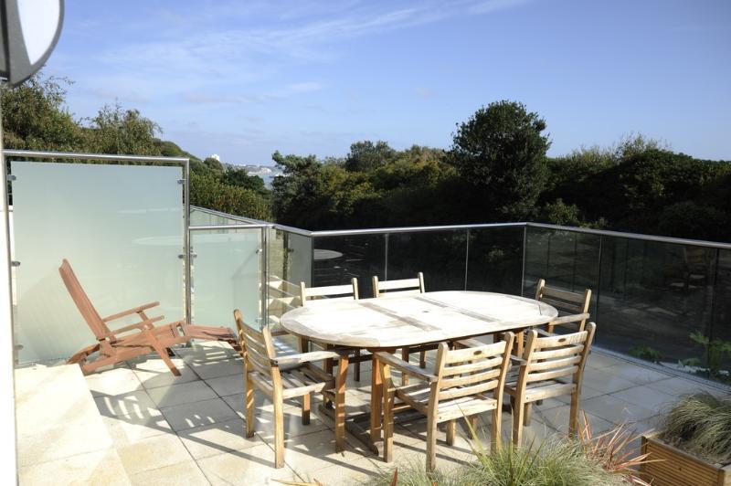 18a Studland Dene located in Bournemouth, Dorset - Image 1 - Bournemouth - rentals