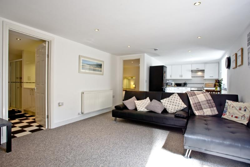 Devon Villa Garden Apartment located in Torquay, Devon - Image 1 - Torquay - rentals