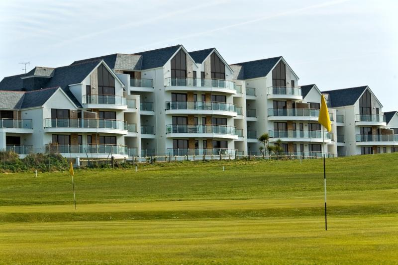 Fistral View at Bredon Court located in Newquay, Cornwall - Image 1 - Newquay - rentals