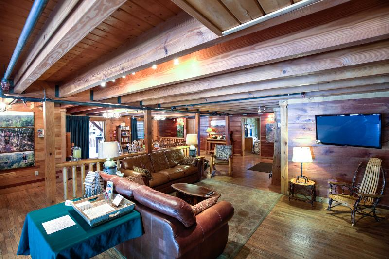 Gathering Room and Eating Area - Cliffview Lodge Red River Gorge - Slade - rentals