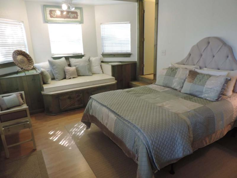 Elizabeth's House by the Creek - The Lodge House - Image 1 - Fredericksburg - rentals