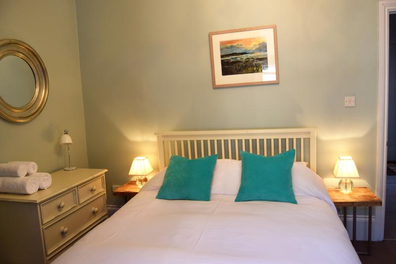 Bedroom with double bed - Awel Mor 4, Sea View Apartment - Aberystwyth - rentals