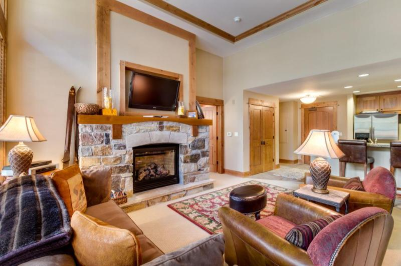 Ski-in/ski-out lodge with room for four, cozy fireplace! - Image 1 - Truckee - rentals