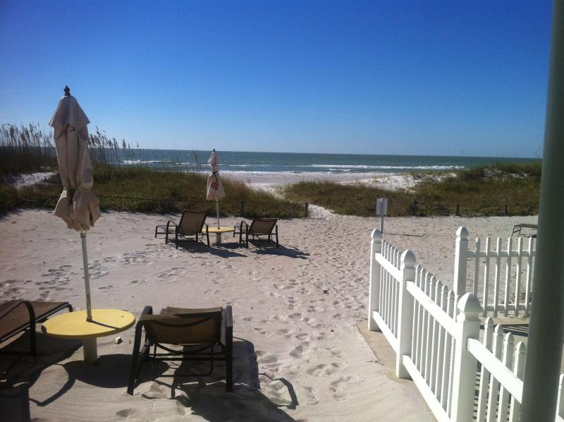 Groundfloor DIRECT BEACHFRONT!Right in the sand! - Image 1 - Indian Shores - rentals