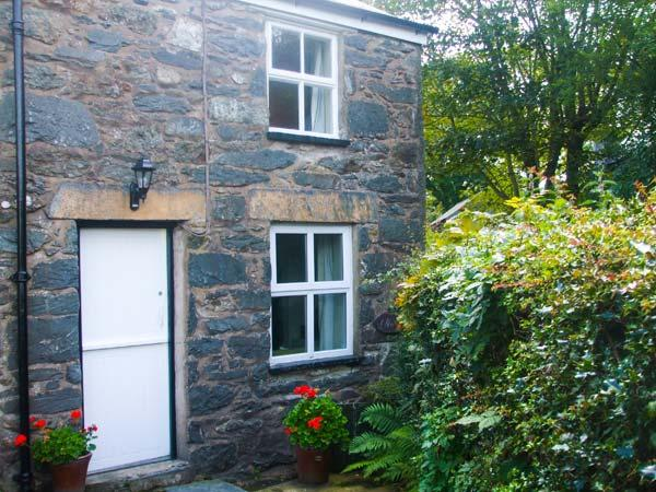 1 PENYGROES, semi-detached, woodburner, walks from the door, near Penmachno and Betws-y-Coed, Ref 917960 - Image 1 - Penmachno - rentals