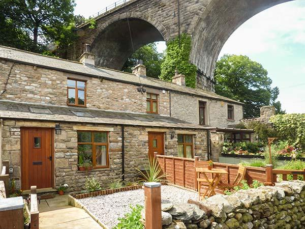 GRETA COTTAGE, romantic, open plan, dog-friendly, in Ingleton, Ref 919675 - Image 1 - Ingleton - rentals