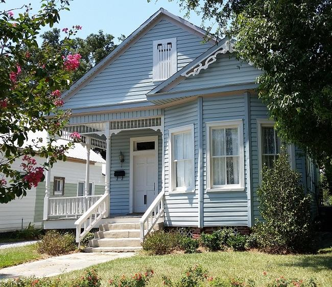 Front View - Luxury Victorian, Near Beach, Harbor Park, Downtown Restaurants, and Casino! - Gulfport - rentals
