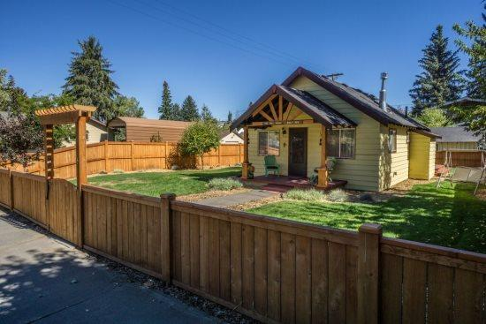 Fully Fenced Yard - Charming Vintage Cottage on the Westside, Fantastic Location - Council Grove - rentals