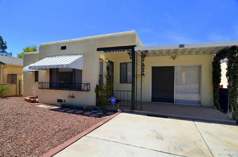 Charming, spacious, centrally located home in th - Image 1 - Albuquerque - rentals