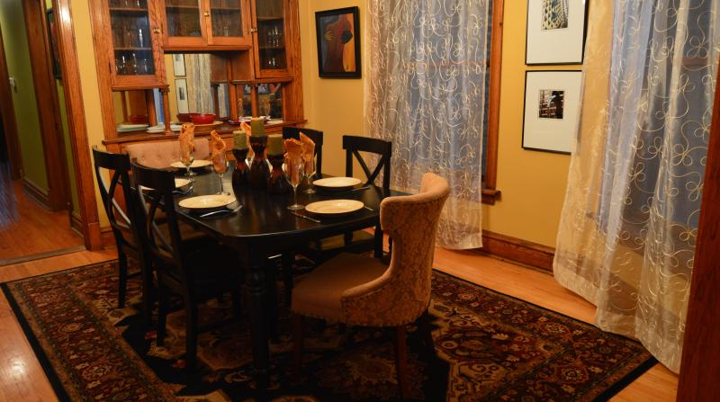 Formal Dining for Six - 3 Blocks to Wrigley Field * Lakeview Suite * 3b-2b - Chicago - rentals