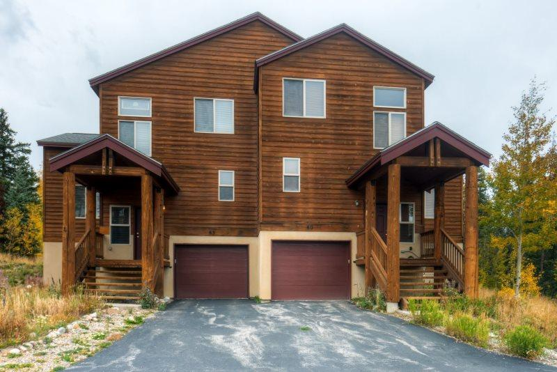 This complex is located on a hilltop overlooking Dillon Reservoir and 3 Mountain Ranges. - Lodge Pole - Wildernest - rentals