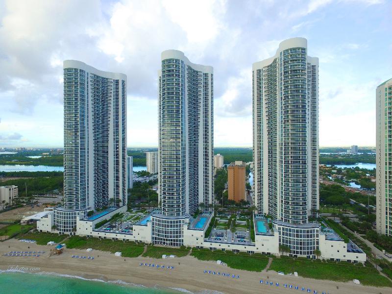 Elegant Sunny Isles Aerial View - ELEGANT SUNNY ISLES 3 BEDROOM APARTMENT - Sunny Isles Beach - rentals
