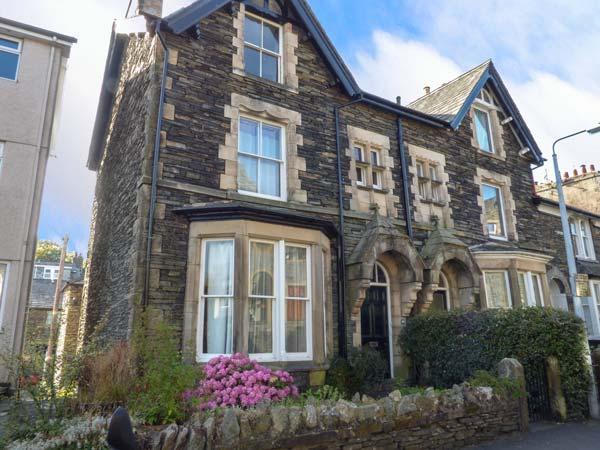 48 OAK STREET, end-terrace townhouse, two sitting rooms, WiFi, pet-friendly, in Windermere, Ref 918353 - Image 1 - Windermere - rentals