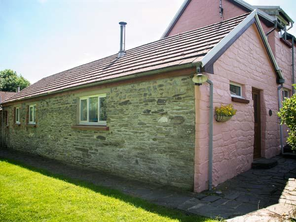 THE BYRE, family-friendly, woodburner, WiFi, pet-friendly, shared swimming - Image 1 - Cardigan - rentals