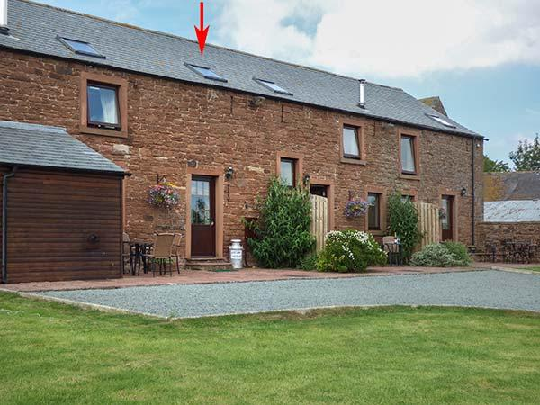 HAYLOFT COTTAGE, owner's farm, woodburner, WiFi, ample parking, private patio, near Wigton, Ref. 921598 - Image 1 - Wigton - rentals