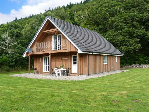 COBBLE STONES, en-suite facilities, on-site fishing, WiFi, child-friendly cottage near Strathpeffer, Ref. 921861 - Image 1 - Strathpeffer - rentals
