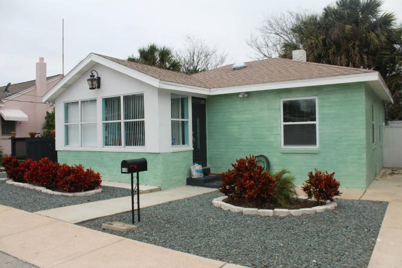 2 bedroom with 1 and 1/2 baths. Home was built in the 50s and is rock solid. Quiet Street - Steps from the Beach!Sleeps up to 6/-Hot Tub/Deck/Close to Main St/Frm $85 nite - Daytona Beach - rentals