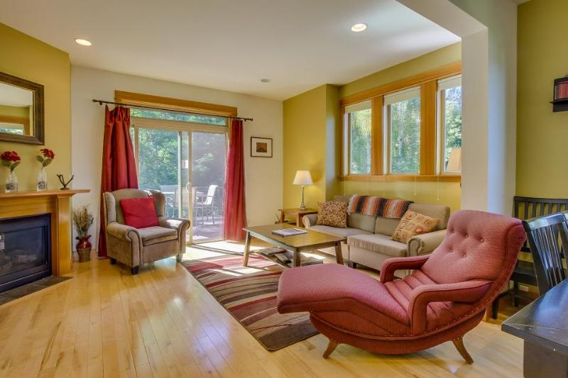Beautiful and contemporary townhome in a quiet neighborhood w/ plenty of space! - Image 1 - Hood River - rentals